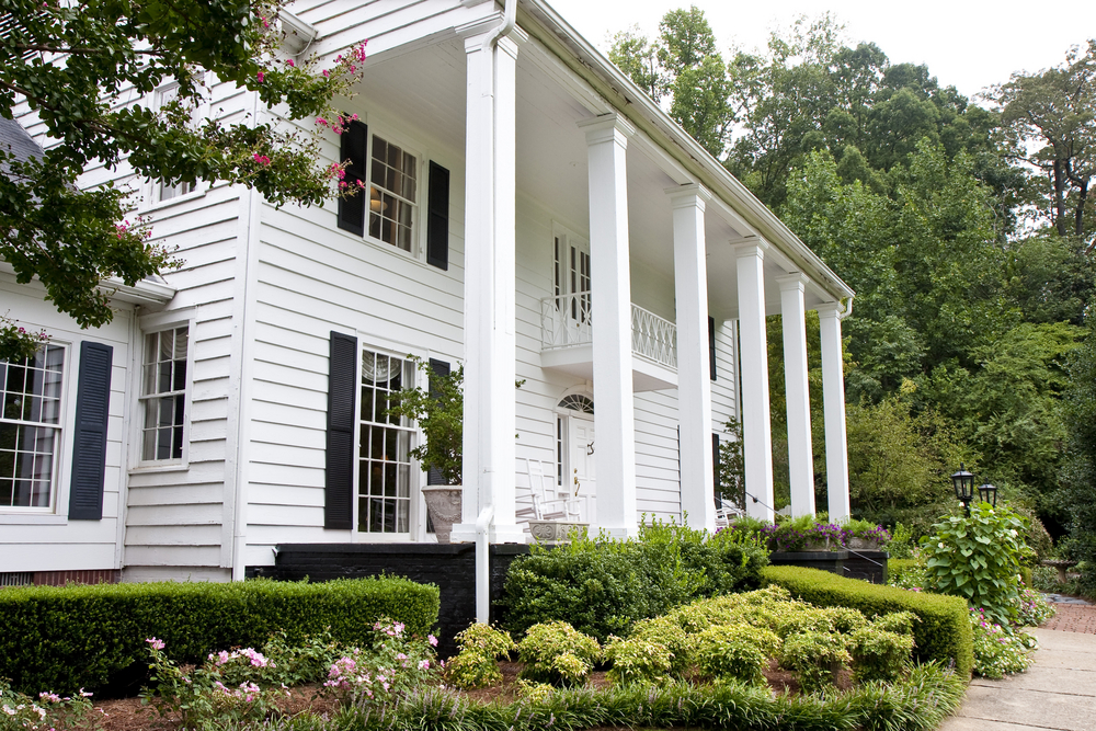 A Classic and Clean Look: The Versatility of White for Home Exteriors